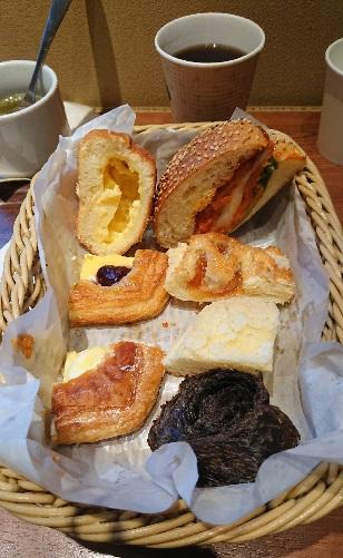 菓子パンも多い