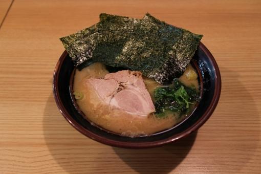 福岡の家系ラーメンを食べたい!